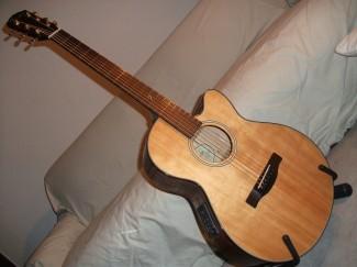 Fender GDC mit weichem Cutaway...