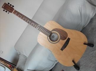 Norman B 15 - optisch unspektakuläre Gitarre, die komplett aus kanadischen Hölzern - hier Wildkirsche mit Hals aus Silberahorn - dortselbst im kleinen Ort La Patrie hergestellt wird.