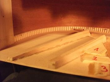 Deckenbracing und Reifchen am Zargenrand.