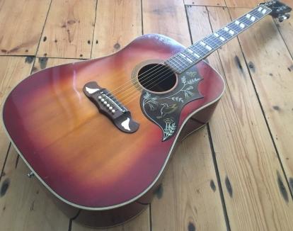 Ein Klon unter vielen weiteren Vollaminat-Gitarren