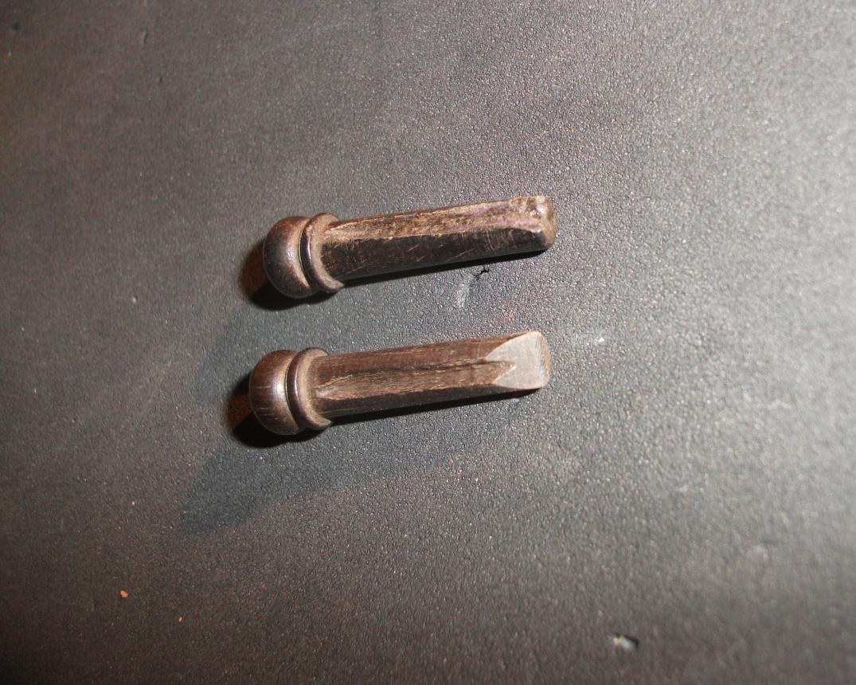 angeschrägte Pins