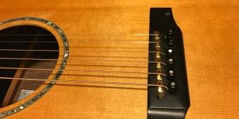 Stegeinlage einer älteren Everett Guitar